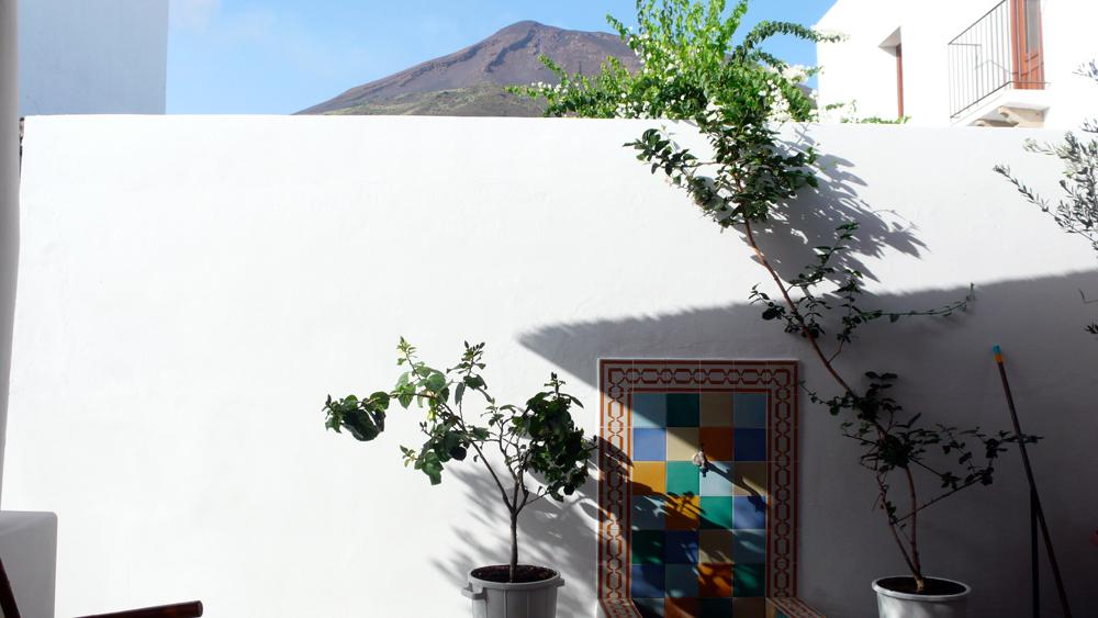 Foto della casa la casa di strombolila casa di stromboli for Planimetrie vista montagna